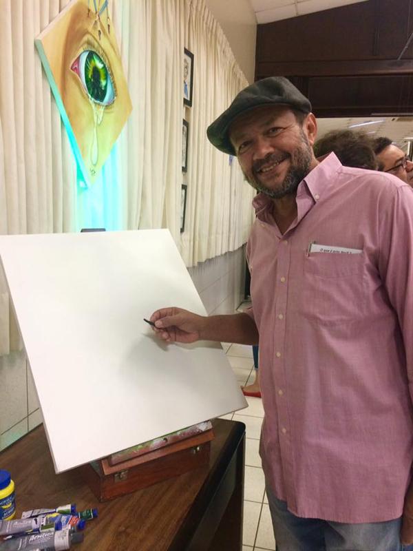 Apres Gomes é formado em artes plásticas pela Universidade Federal de MS e estará nas escolas ofertando as oficinas por meio do mandato do vereador Eduardo Romero