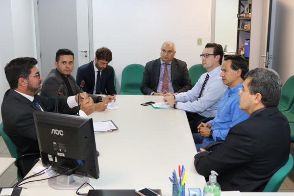 O prefeito Marquinhos Trad se reuniu ontem (16) com o vereador e representantes do judiciário para discutir a viabilidade do projeto antes que ele seja apresentado na Casa de Leis