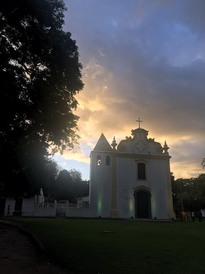 A Igreja da Nossa Senhora da Pena fica ao final da rua de casas tombadas dos primeiros moradores do então vilarejo