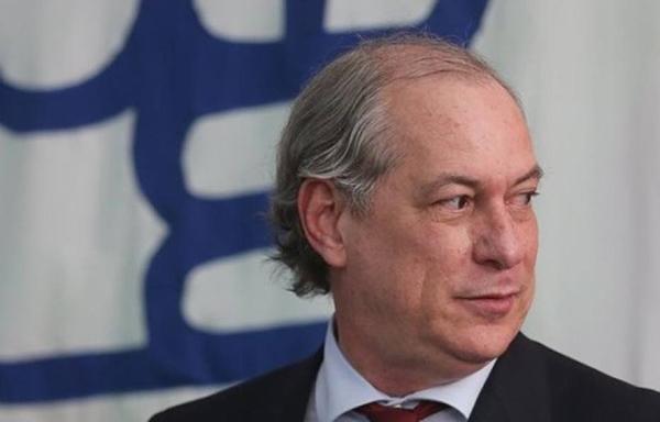 """O nosso candidato é o Ciro Gomes porque só ele reúne as qualidades necessárias para tirar o país da crise"""", afirmou Dagoberto"""