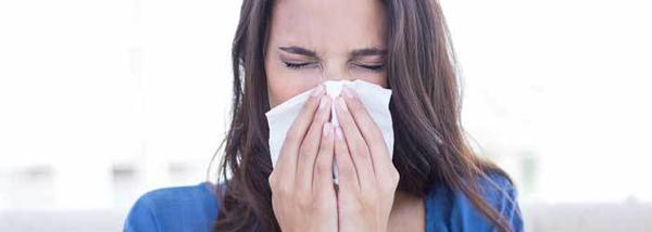 A inalação de poluentes por indivíduos com rinite alérgica potencializa o processo inflamatório preexistente na mucosa nasal