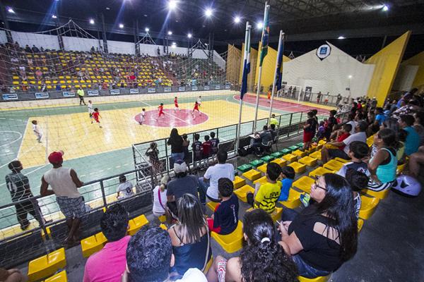 Os jogos estão sendo realizados de segunda a sexta-feira, no poliesportivo, a partir das 19h, com entrada gratuita para o público