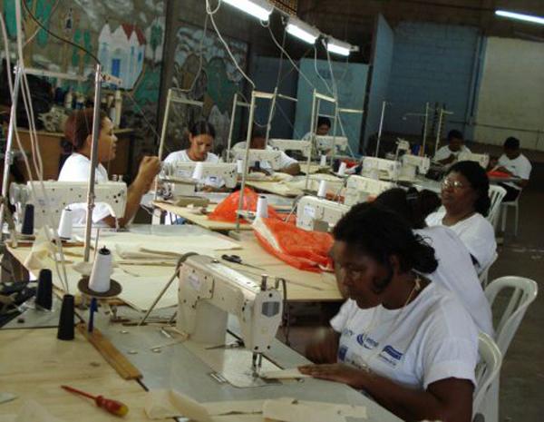 O setor que mais contratou mulheres foi o de Serviços seguido do setor de Comércio