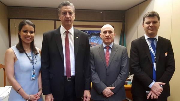 Dagoberto Nogueira e representantes da Organização das Cooperativas do Brasil