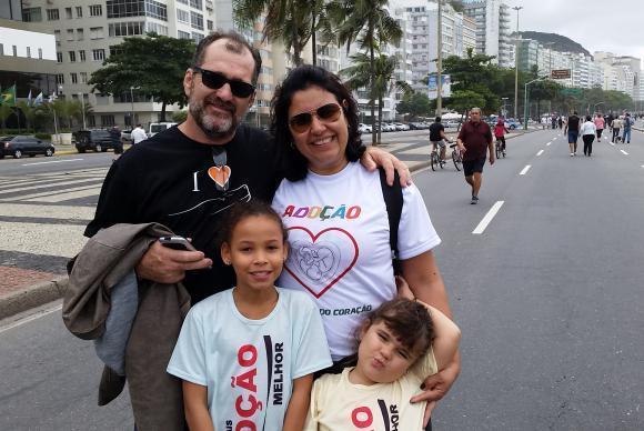 Elaine e Paulo Henrique adotaram Camila. Após a chegada da menina, Elaine engravidou de Helena