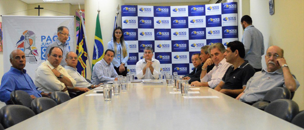 O documento requer que a profissionalização das equipes de governo e a inovação do modo de governar