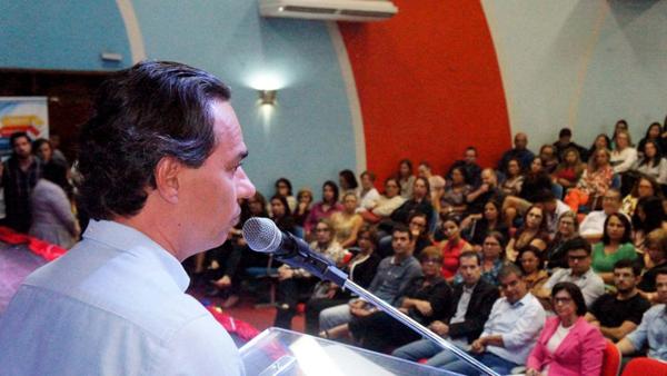 O prefeito destacou que o projeto irá valorizar os formadores, que integram a Rede de Educação do município