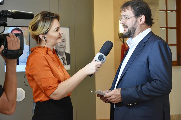 Indagado pela jornalista e apresentadora do Ellen Genaro, Sérgio Longen explicou o processo de concessão dos incentivos fiscais pelo Governo do Estado e destacou a importância deles para o desenvolvimento do Estado