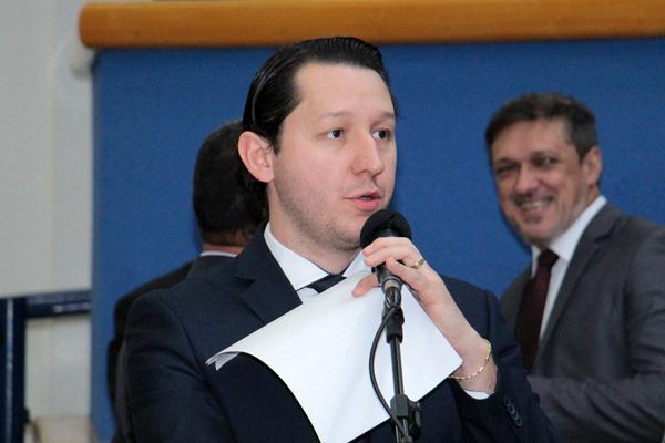 Vereador de primeiro mandado, Junior Longo (PSDB) tem mostrado que coloca seu gabinete a serviço da população