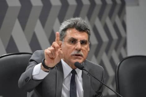 O líder do governo no Senado, Romero Jucá, gravou um vídeo para defender Temer