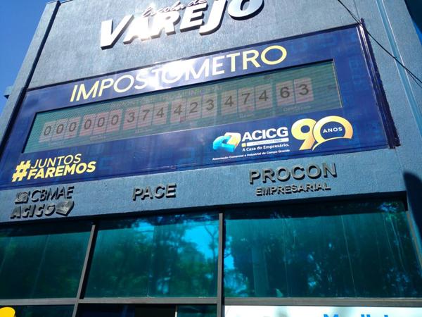 O Impostômetro é um painel eletrônico instalado na fachada sede da ACICG, em frente à Praça Ary Coelho, que mostra a arrecadação da Capital, do Estado e País em tempo real