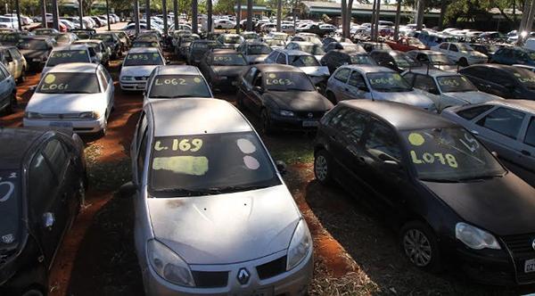 Os proprietários terão trinta dias, a contar de hoje, para regularizar os documentos, caso contrário, os veículos irão a leilão