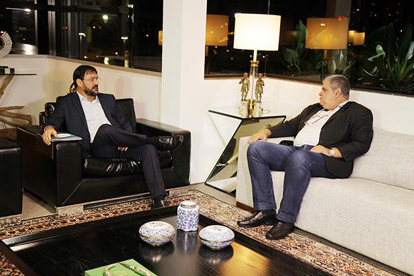Presidente da Fiems, Sérgio Longen conversa com o deputado federal Carlos Marun