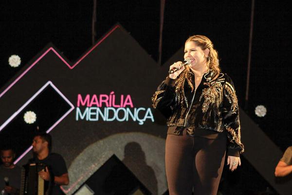 Marília Mendonça agradeceu o carinho e o acolhimento recebido pelo público de Dourados e cantou, durante quase duas horas de show, 32 músicas