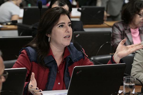 A senadora Simone Tebet (PMDB-MS) lembrou do fenômeno da Baleia Azul e defendeu a tipificação do crime