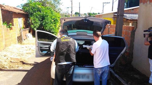 Polícia realizou perícia no carro da vítima