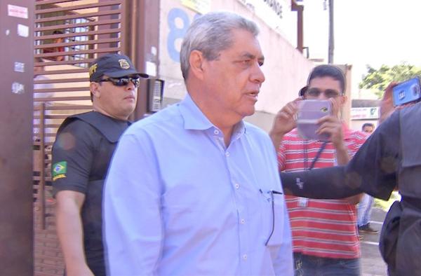 Ex-governador André Puccinelli é conduzido para PF e volta para casa com tornozeleira após operação Máquinas de Lama