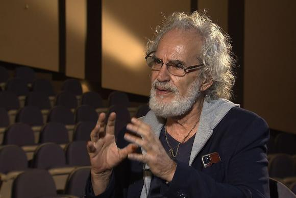 Um dos maiores defensores da música caipira do país, Renato Teixeira, revela, na conversa com Roseann, que percebeu desde cedo como é bomteramigos