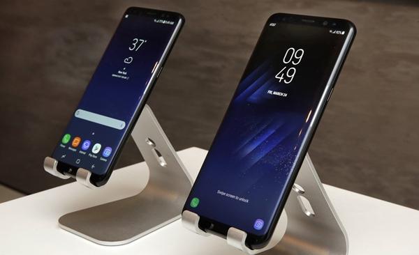 Os novos celulares, que a empresa começa a disponibilizar nesta sexta-feira (10), custam R$ 4 mil e R$ 4,4 mil