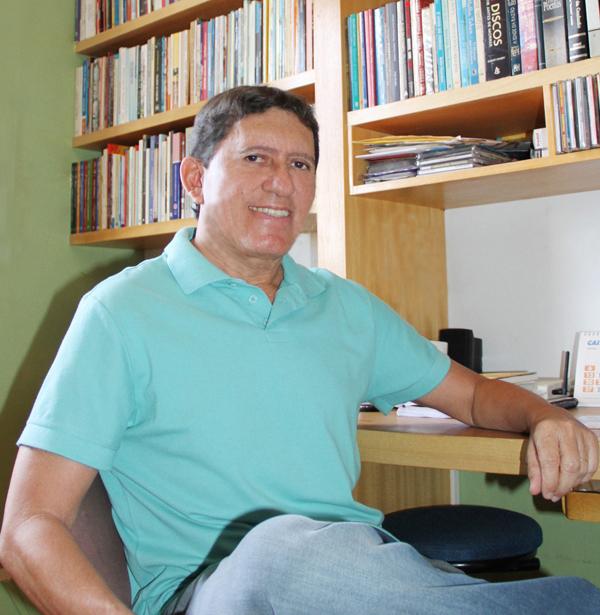O Livro: publicado pela Editora Letra Livre, o novo livro de Rubenio Marcelo traz 115 poemas em versos livres da sua fase atual de produção