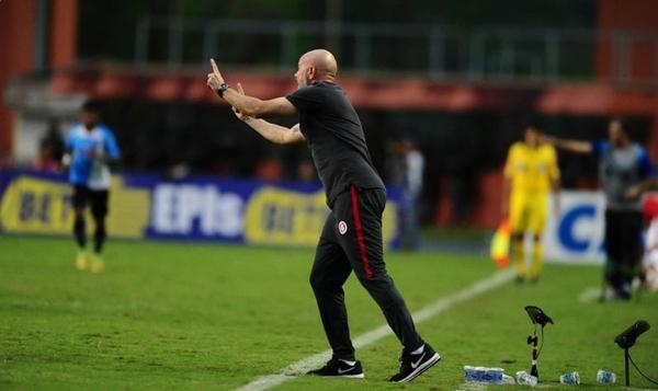 Zago não resistiu à derrota para o Paysandu