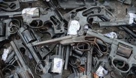 Rio de Janeiro - A Polícia Federal, em parceria com o Exército, destrói cerca de 4 mil armas recolhidas nos últimos dois anos (Tânia Rêgo/Agência Brasil)