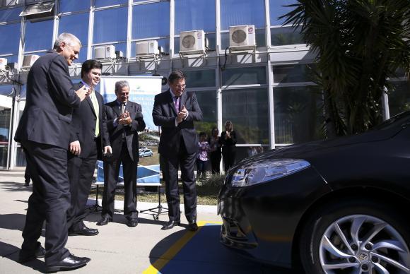 Brasília - O Ministério de Minas e Energia recebe da Itaipu Binacional o primeiro veículo elétrico que será usado pelo Poder Executivo (Marcelo Camargo/Agência Brasil)