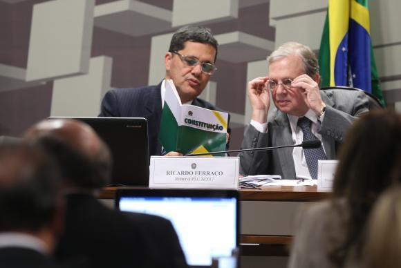 Brasília - Os senadores Ricardo Ferraço e Tasso Jereissati após a aprovação da proposta de reforma trabalhista na CAE do Senado (Fábio Rodrigues-Pozzebom/ agência Brasil)