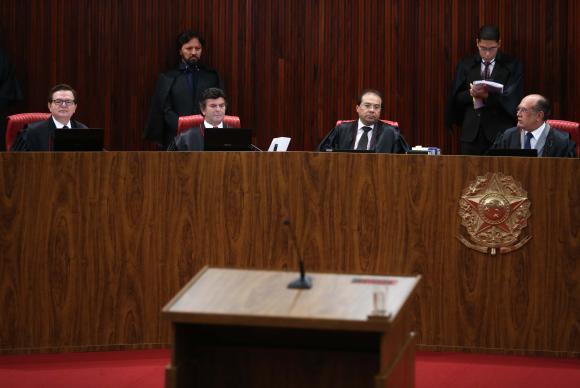 Brasília - O Tribunal Superior Eleitoral (TSE) retoma o julgamento da ação em que o PSDB pede a cassação da chapa Dilma-Temer, vencedora das eleições presidenciais de 2014 (José Cruz/Agência Br