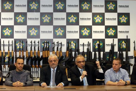 Coletiva do secretário de Segurança do Rio, Carlos Leba, após apreensão de 60 fuzis no Tom Jobim