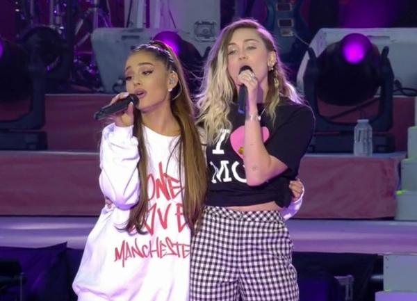 Ariana Grande e Miley Cyrus cantam no One Love Manchester