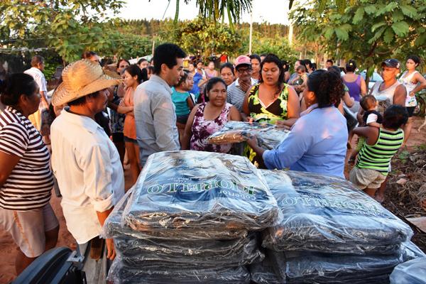 Na região do Jardim Noroeste, os cobertores e agasalhos foram entregues em duas comunidades