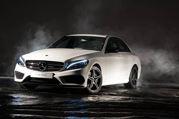 Novas rodas com fundo preto brilhante, acabamento AMG e pacote Night tornam o design ainda mais esportivo