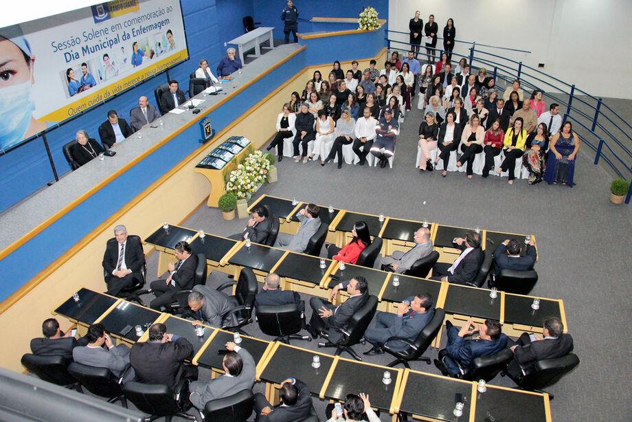 Solenidade aconteceu no plenário da Casa das Leis