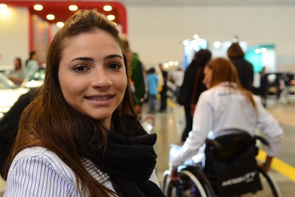 A ex-ginasta olímpica Lais Souza participa da Feira Internacional de Tecnologias em Reabilitação, Inclusão e Acessibilidade, no São Paulo Expo (Rovena Rosa/Agência Brasil)