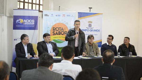 Presente ao evento, o superintendente Federal do Ministério da Agricultura, Celso de Souza Martins, elogiou a iniciativa da Prefeitura de Campo Grande em apoiar a agricultura familiar