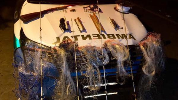 Parte dos petrechos de pesca e armas apreendidos pela PMA durante a operação Pesca Legal