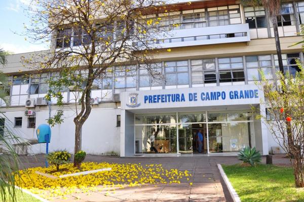 A nova gestão precisou economizar e começou pelo salário do secretariado, cortando R$ 5,8 mil de plano de trabalho