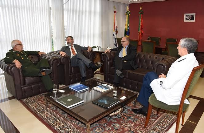 Torquato Jardim disse que tradicionalmente o Ministério da Justiça é quem faz a interlocução do Poder Executivo com o Poder Judiciário e esse foi o motivo de sua visita