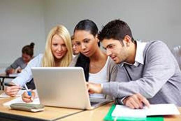 O Educa Mais Brasil realiza este trabalho há mais de 15 anos e já conseguiu ajudar mais de 450 mil alunos com o sonho de cursar o ensino superior.