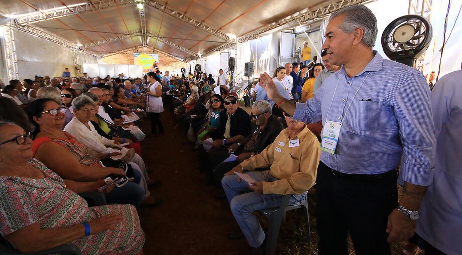 Reinaldo Azambuja visita Caravana da Saúde
