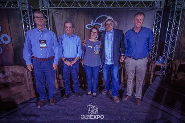 A deputada federal por Mato Grosso do Sul, Tereza Cristina, que preside a Frente Parlamentar da Agropecuária, também participou da solenidade de abertura da Campo Grande Expo.