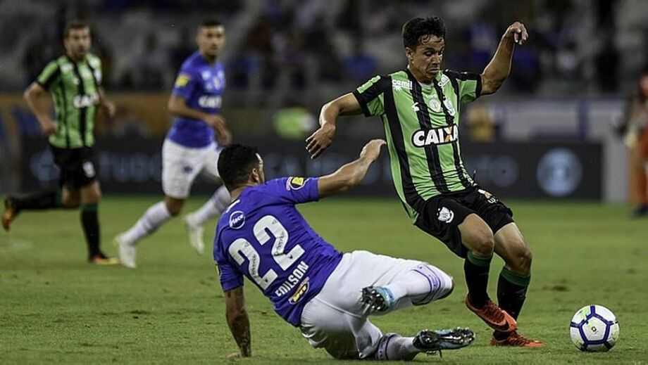 Lance de Cruzeiro x América-MG
