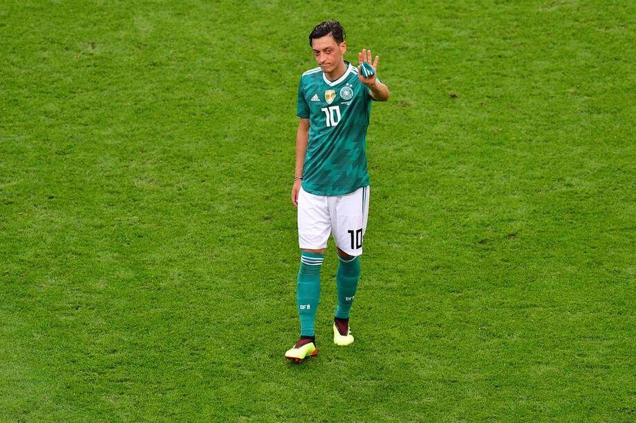 Ozil anuncia aposentadoria da seleção alemã um mês após