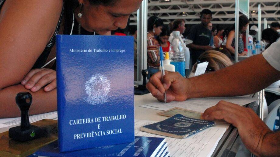 Os Estados com as maiores taxas de desemprego em 2018 foram Amapá (20,2%), Alagoas (17,0%) Pernambuco (16,7%) e Sergipe (16,6%)