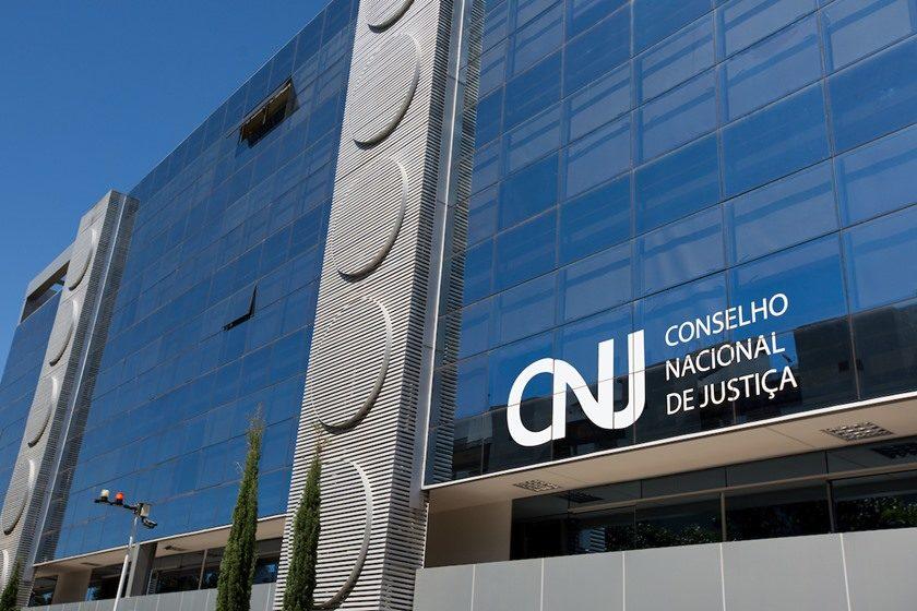 Na segunda-feira, a Associação dos Juízes Federais do Brasil (Ajufe) divulgou nota se manifestando contrariamente à liberação do pagamento de penduricalhos a juízes estaduais