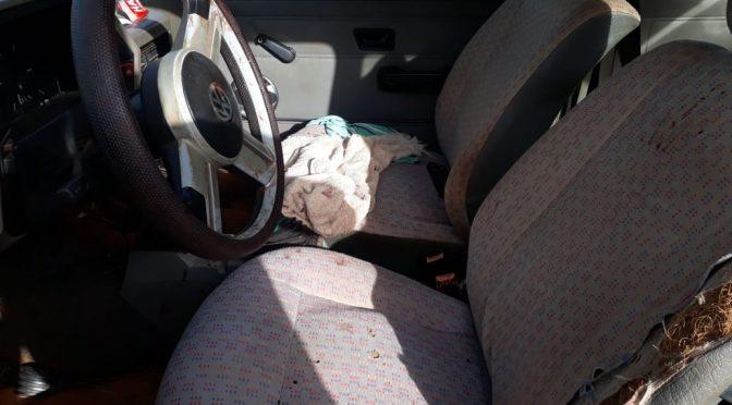 A vítima foi imediatamente socorrida pela equipe da Polícia Civil, encontrada consciente, mas com significativa perda de sangue, tendo sofrido dois disparos de arma de fogo