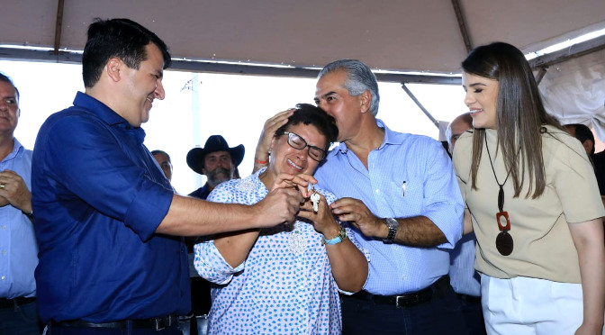 O governador adiantou que mais 76 residências serão entregues no município