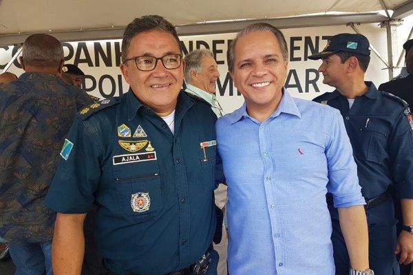Tenente-coronel PM Mario Angelo Ajala e deputado Coronel David durante passagem de comando