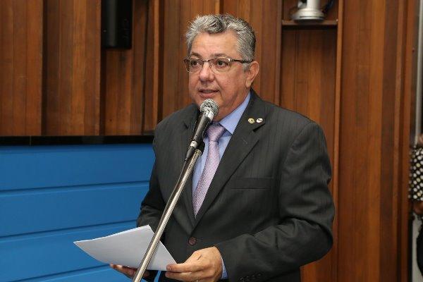 O parlamentar ressalta que a oferta por telefone não vincula de forma clara todos os encargos contratuais